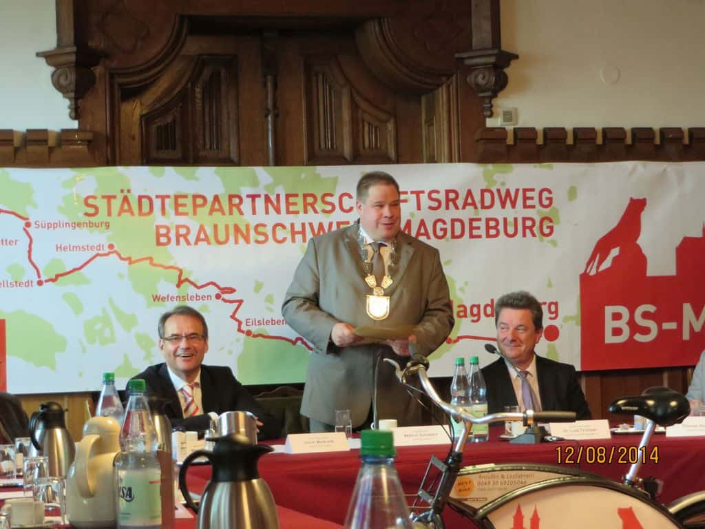 von links: Braunschweigs Oberbürgermeister Ulrich Markurth, Helmstedts Bürgermeister Wittich Schobert und Oberbürgermeister Dr. Lutz Trümper aus Magdeburg